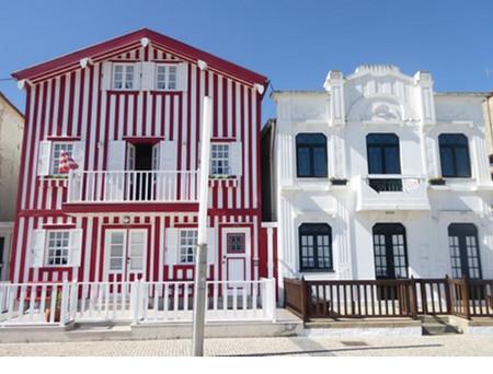 Les joyeuses maisons sur la ria de Costa Nova. @ C.Gary