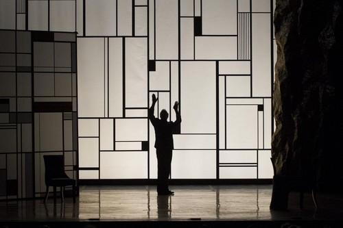 """Théâtre Montparnasse """"La Légende d'une vie"""", une  pièce méconnue de Stefan Zweig. @ J.Stey"""
