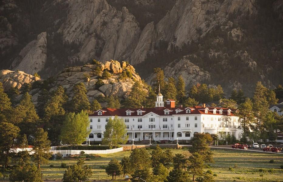 L'Hôtel Stanley La grande bâtisse blanche édifiée en 1909 est depuis l'une des attractions de la région. Il a servit de décor au réaliseur du film Shining.Copyright DR