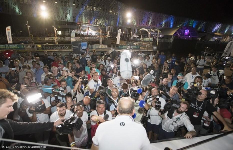 Accueil chaleureux de la presse et du public sur le quai pour l'arrivée du vainqueur Francis Joyon de la Route du Rhum 2018. Crédit photo DR