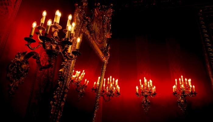 les candélabres à gaz à six branches des grandes salles d'apparats du casino.© OT Allemagne