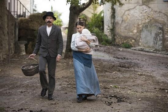 """Jacques Gamblin et Laetitia Casta dans le film de Niels Tavernier : """"L'incroyable histoire du Facteur Cheval"""". @ Fechner Film"""