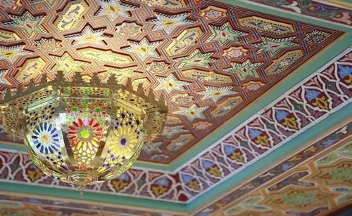 La décoration évoque une tradition marocaine chaleureuse et raffinée. @ Hamman Pacha/Lindigomag