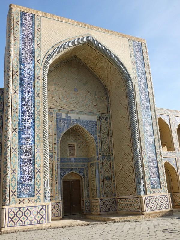 Porte de la mosquée Bibi-Khanoum ou le Gor Emir (mausolée de Tamerlan et de ses descendants). @ Pixabay