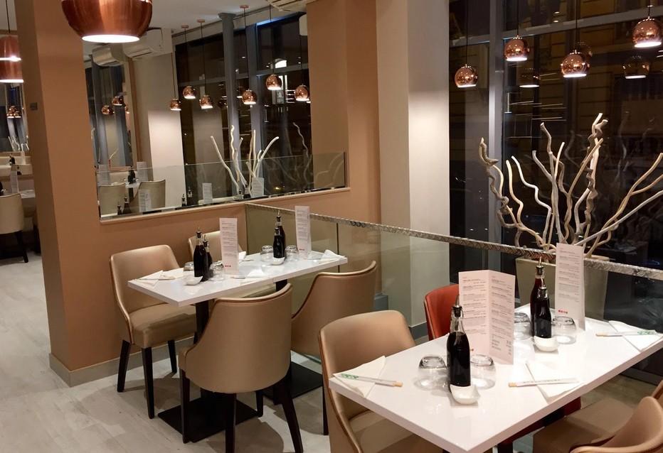 Il est situé dans le 16ème arrondissement à Paris, c'est le Bozen, restaurant japonais, cadre élégant et mets raffinés. @ Bozen