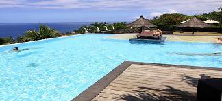 L'une des deux piscines du Palm Hôtel et Spa à la Réunion