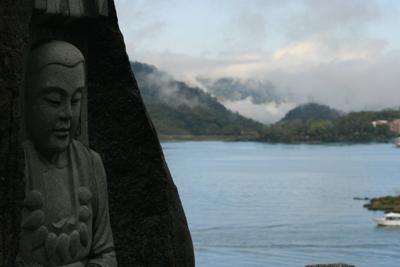 Montagnes bordant  la mer de Chine et l'océan Pacifique