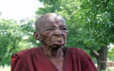 vieille femme Lobi