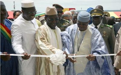 Le Président  Amadou Toumani Touré entouré de  ses ministres
