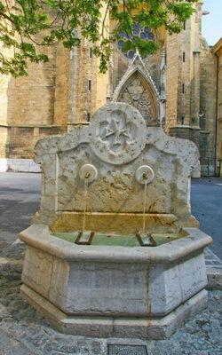 Fontaine avec Croix de Malte