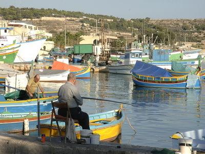 Pêcheurs  au port de Marsaxlokk