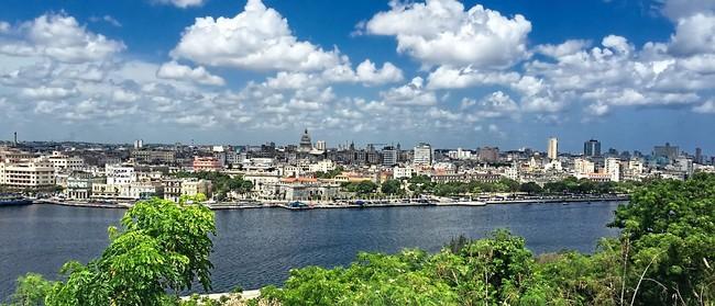 Vue sur la Havane  - Il n'y a pas plus belle latino-américaine qu'elle !  Son patrimoine est ancestral - l'île fête ses 500 ans.@ Pixabay/lindigomag