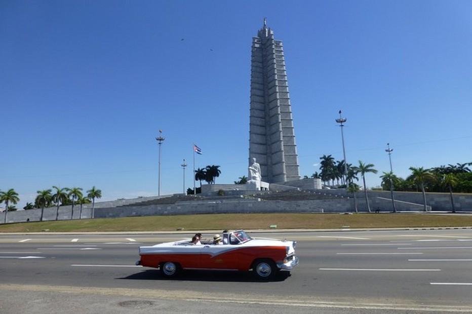La Havane et le plaisir de la découvrir à bord d'une vieille américaine. @ C.Gary