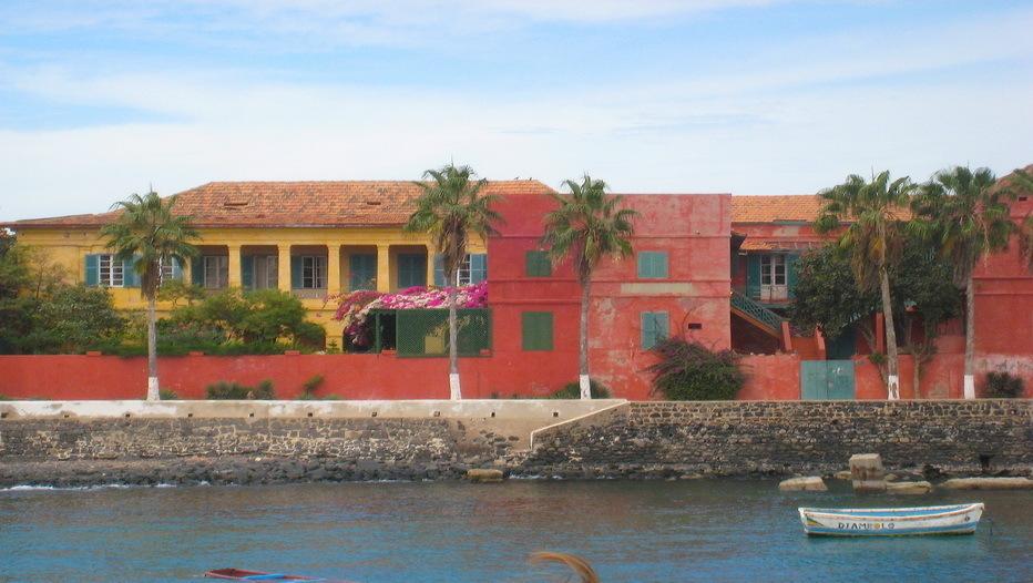 Vue à l'arrivée sur l'ïle de Gorée