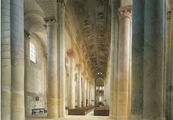 Abbaye de Saint-Savin sur Gartempe, la nef  haute de 47 m. @ C.Gary