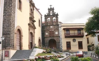 Ville historique de  La Orotava avec son église en basalte