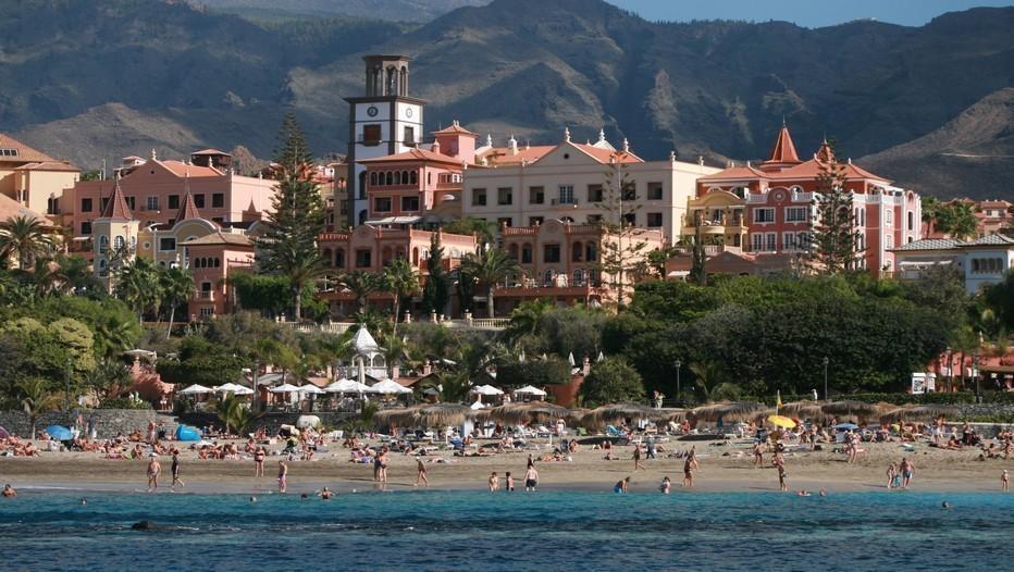 Entre Océan Atlantique et collines volcaniques à 10kms des stations balnéaires  la Playa et Los Christianos à la Playa Del Duque