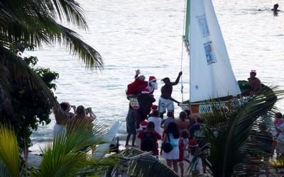 Le Père Noël débarque aux Antilles