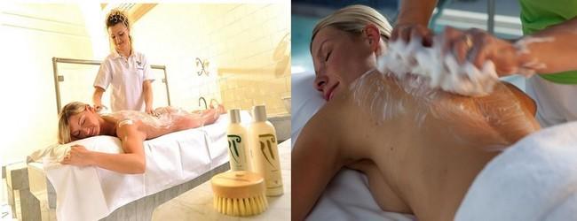 Il faut absolument expérimenter le fameux massage au savon naturel et à la brosse, stimulant pour la circulation sanguine et apaisant pour le corps. Crédit photo D.R.