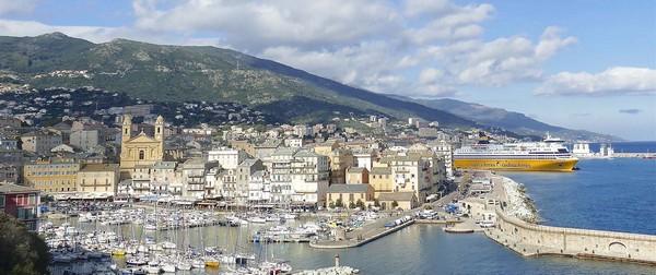 Le port de Bastia et la vieille ville. Crédit photo D.R.