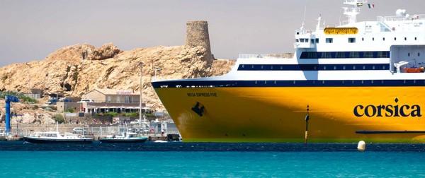 Le navire Corsica Ferries à l'arrivée sur l'île Rousse en Corse. Crédit photo Corsica Ferries/D.R.