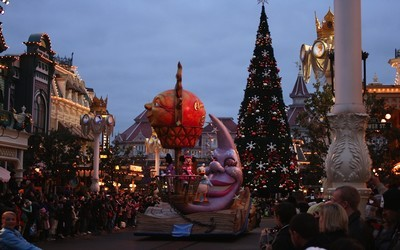 Disneyland Paris : Mickey aux couleurs de Noël