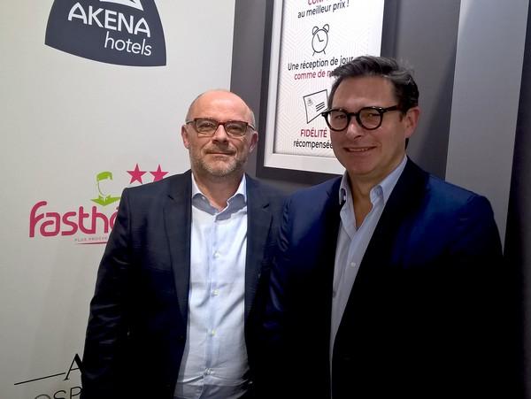 Marc Plisson (à droite) et Frédéric Hourmant (à gauche), le président de la chaîne hôtelière Akena et le directeur général de la coopérative hôtelière Fasthotel, ont annoncé officiellement la création d'un GIE (Groupement d'Intérêt Economique) qui scelle leur fusion. Copyright David_Raynal