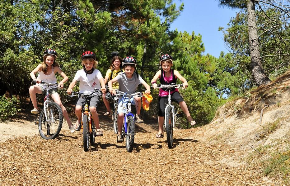 Les joies de la randonnée à bicyclette pour ce club junior en vacances aux 4 Vents Cap France Noirmoutier. @4 Vents