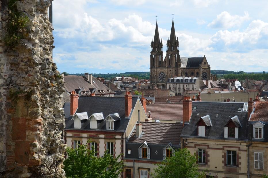Plus connue sous le nom de Mal coiffée, l'ancienne tour du château doit son sobriquet à son toit dont la forme et les proportions sont peu usitées.@ David Raynal