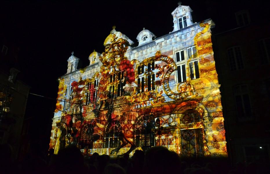 Illuminations sur la Caisse d'Epargne de Moulins. Cette mise en lumière du patrimoine de la cité est principalement portée par Moulins Communauté et s'inscrit dans le cadre du nouveau schéma de développement touristique de l'agglomération de Moulins. @David Raynal