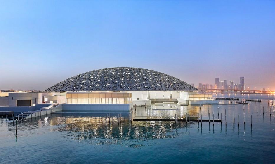 Né d'un accord intergouvernemental entre Abu Dhabi et la France, le Louvre Abu Dhabi est un musée universel qui permet aux visiteurs de découvrir l'art – et l'humanité – sous un jour nouveau ;  © Louvre Abu Dhabi - Photography Roland Halbe