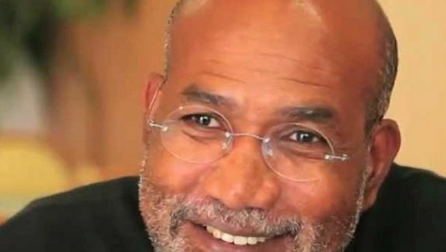 Patrick Chamoiseau Lauréat du prix Goncourt en 1992 pour Texaco, connu pour son travail sur la langue créole, il est l'un des écrivains majeurs de la Caraïbe.. @ Babelio