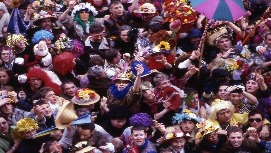 Lancé de harengs sur les carnavaleux