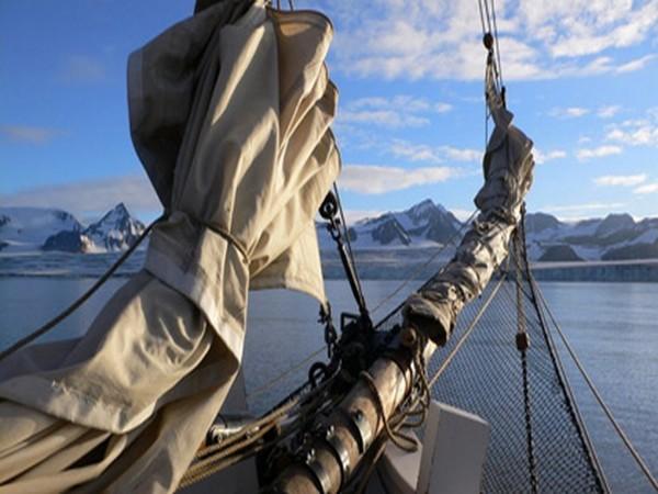 Gros chalutier sur la Mer de Barens (Norvège)
