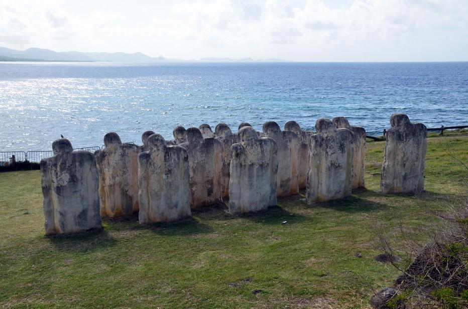 Les quinze statues de Laurent Valère ont été construites en béton armé et blanchies au sable de Trinité-et-Tobago. Crédit photo David Raynal