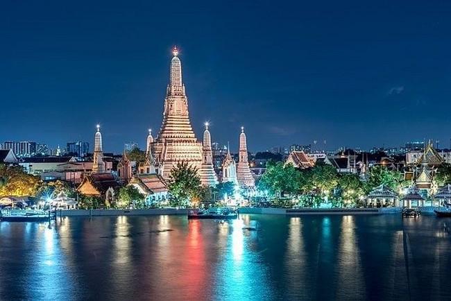 Comme de nos jours, les embarcations royales conduisaient donc le monarque du Grand Palais au Wat Arun ou Temple de l'Aube. @ lindigomag/Pixabay
