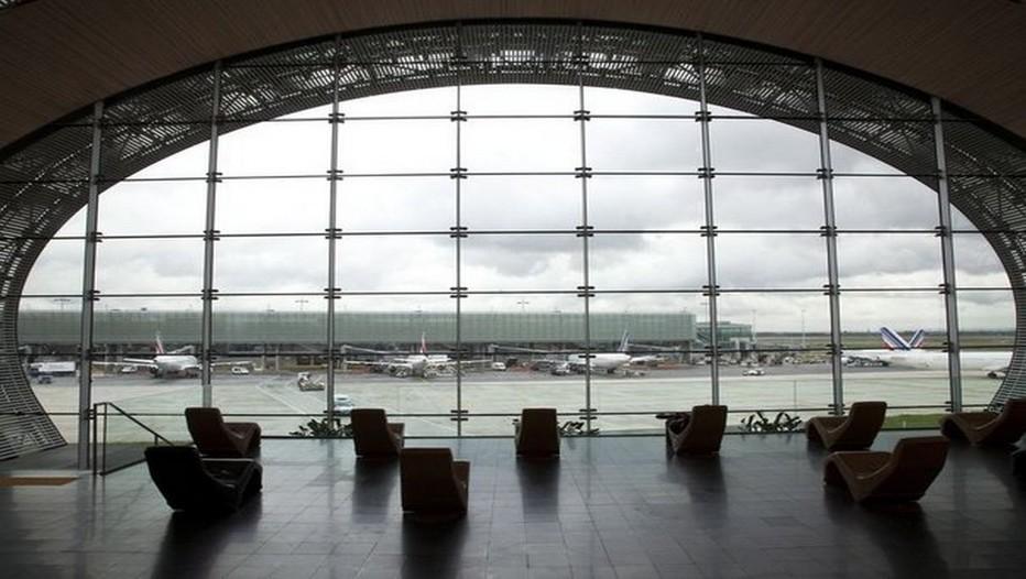 Vue du salon Terminal E à l'aéroport Roissy-Charles-de-Gaulle