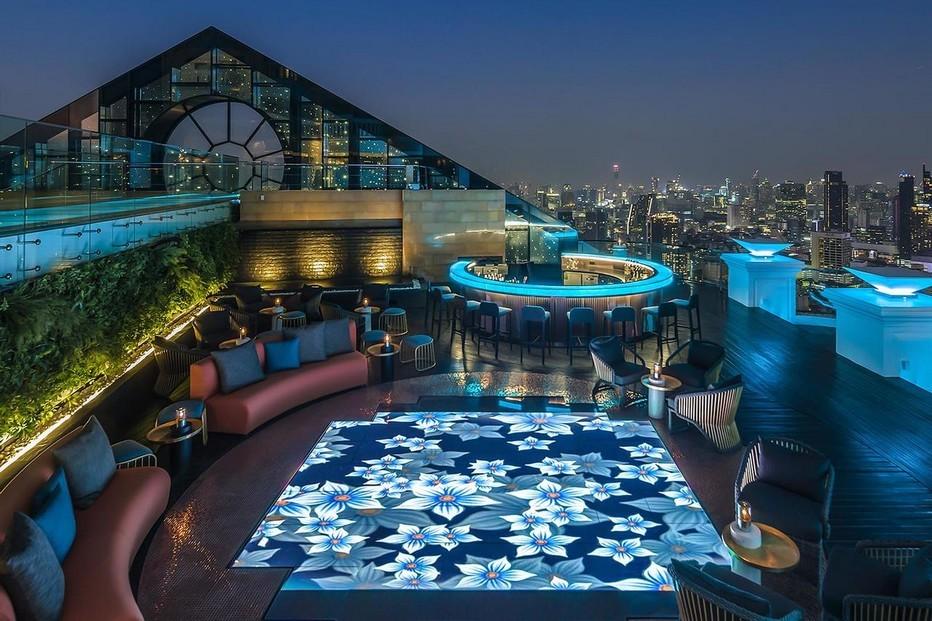 Au Sky Bar au 63ème étage, vous pourrez déguster de délicieux cocktails signature; @ Tripadvisor.com