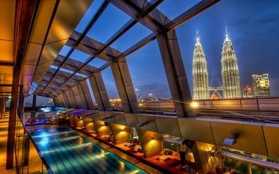 Tours jumelles Petronas à Kuala Lumpur  mesurant 452 mètres de hauteur. (photo Evaway)