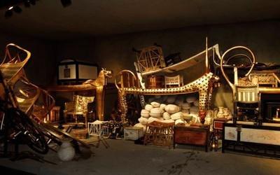 Reconstitution des nombreux objets qui ont accompagné le jeune Pharaon dans son tombeau