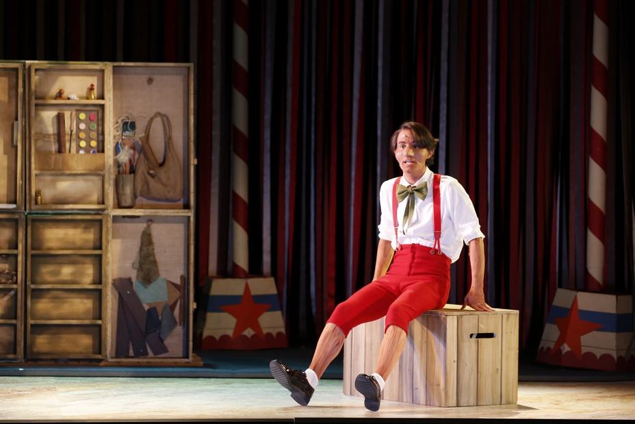 Pablo Cherry-Iturralde dans le rôle de Pinocchio, actuellement au Théâtre des Variétés à Paris. @ DR
