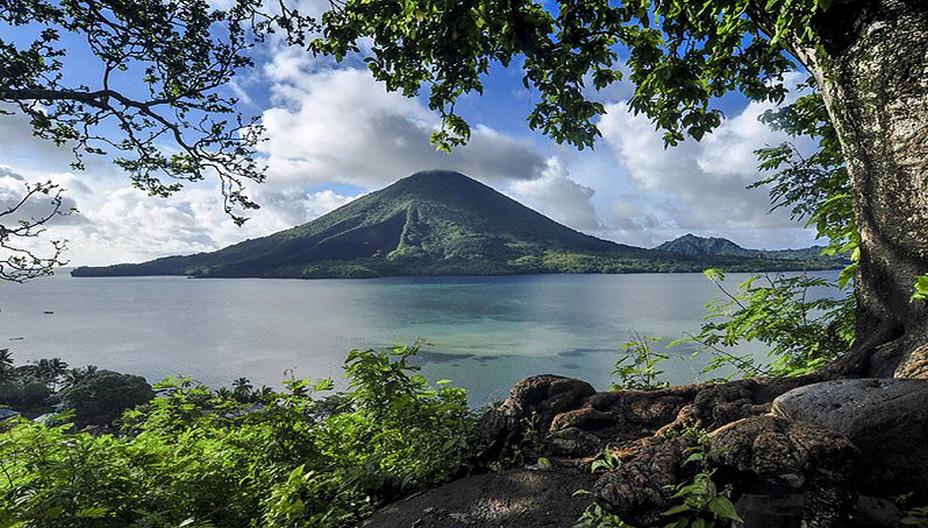 L'Indonésie surprend toujours par la beauté et la diversité de ses paysages. Ici le cône parfait d'un volcan sur la ceinture de feu @ OT Wonderfull-Indonesia