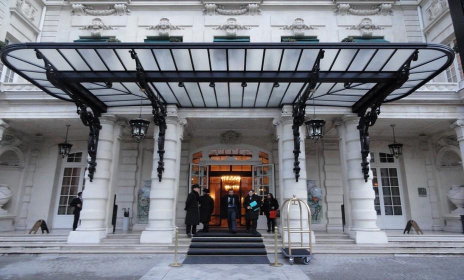Entrée de l'Hôtel Shangri-la à Paris. @ Wikipedia