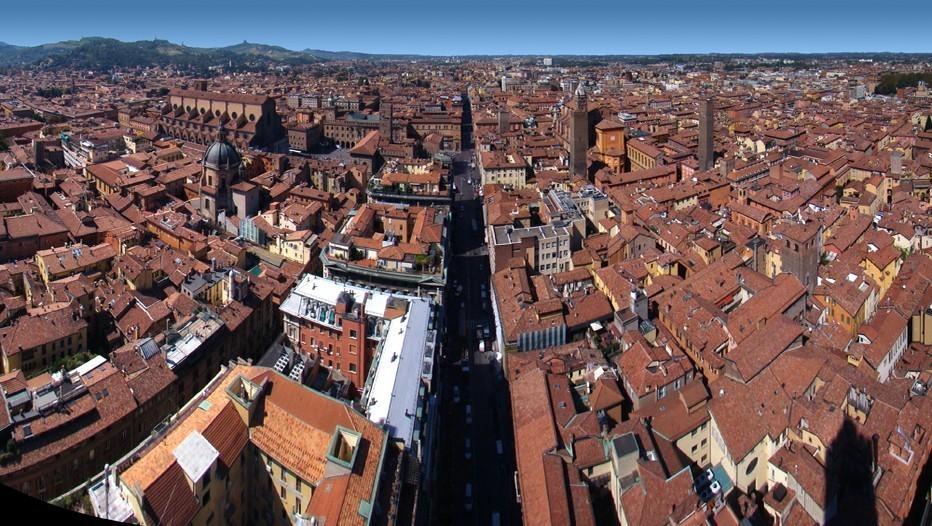 Vue sur les toits de la ville de Bologne