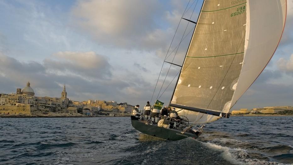 Départ de la Course dans le port de La Valette (Malte). Crédit photo : Rolex/Kurt Arrigo