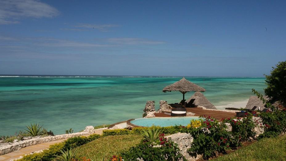 Situé sur un tronçon isolé de sable blanc et niché dans un magnifique jardin tropical sur la côte Est de l'Ile de Zanzibar, à seulement 50 minutes en voiture de l'aéroport, le Karafuu Resort & Spa @ DR.