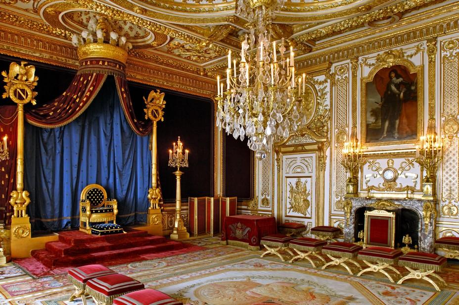 Déambuler dans les galeries, admirer les fresques et les stucs de la Renaissance, emprunter l'enfilade des appartements du roi. Crédit photo Jérôme Schwab.