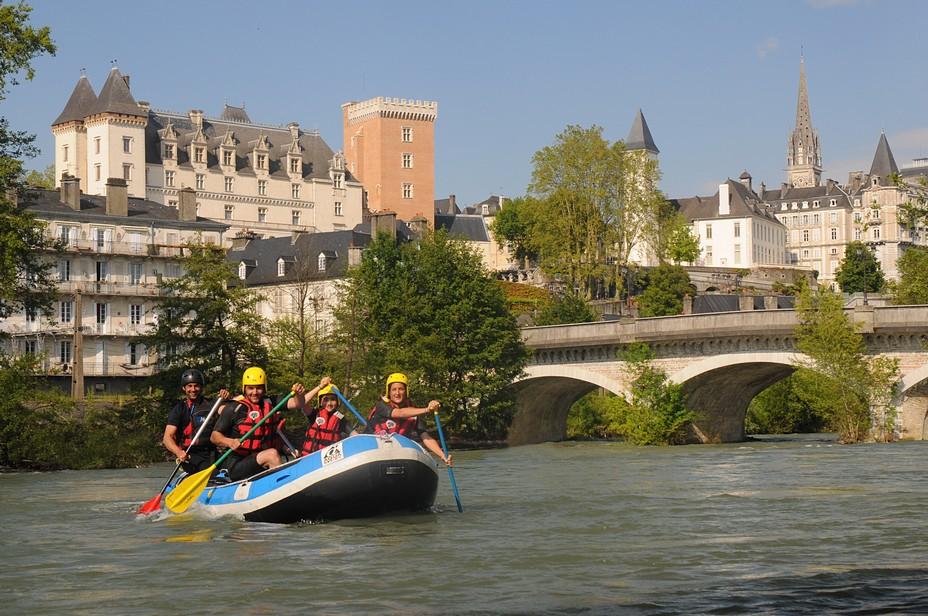 Le château se dresse à l'aplomb du gave de Pau ©d.guilhamassé ©pau pyrénées tourisme.