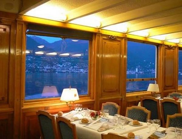 Riviera vaudoise. Intérieur de La Suisse , bateau de la flotte Belle époque.©Degon.