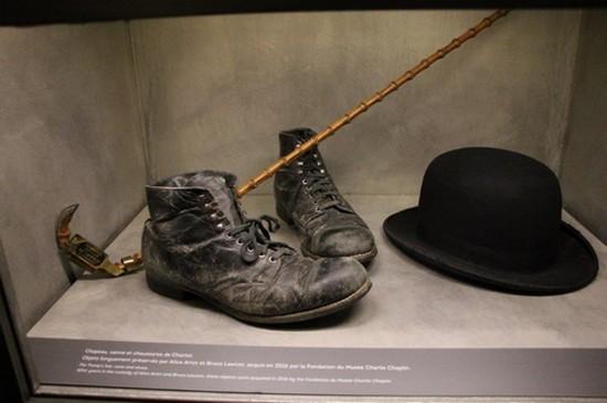 Corsier-sur-Vevey. :  Au Chaplin's World, les fameux accessoires de Charlot  @ Degon